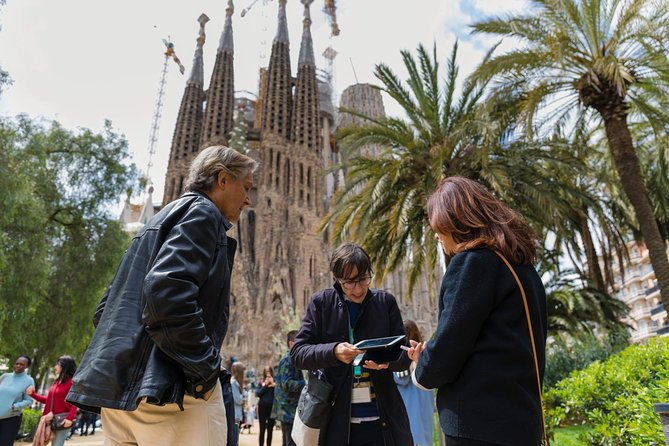 Complete Gaudí Tour: Casa Batlló, Park Guell & Sagrada Família