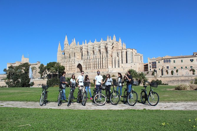Palma de Mallorca 3-Hour Highlights and Tapas Tasting Bike Tour