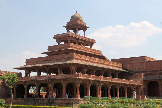 Taj Mahal Day Trip with Fatehpur Sikri From Delhi