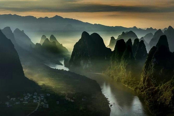 Private Day Tour of Yangshuo Xianggong Mountain and Yulong Bamboo Boat