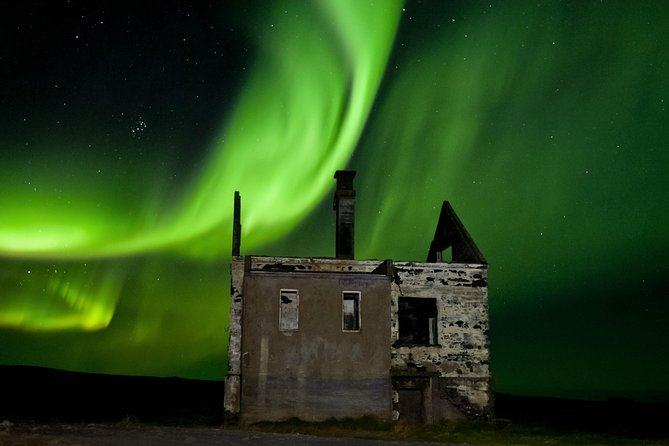 4-Hour Northern Lights Small-Group Tour from Reykjavík