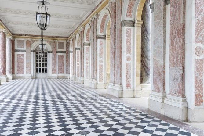 Versailles Best of Domain Skip-the-Line Access Day Tour with Lunch from Paris