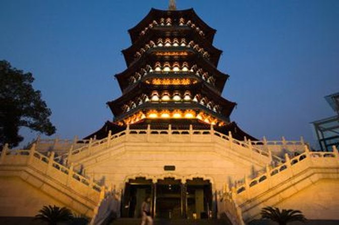 Hangzhou Cultural Tour Including Leifeng Pagoda, China National Silk Museum and Qinghefang Cultural Street