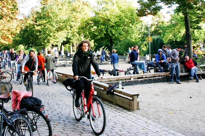 3-Hour Alternative Berlin Bike Tour: Vibes of Berlin