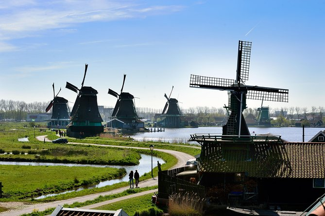 Bus tour to Volendam, Edam and the Windmills incl. Amsterdam Canal Cruise