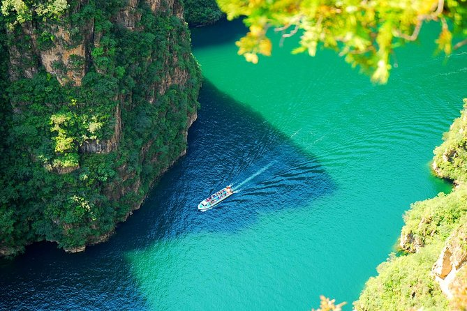 Longqing Gorge and Guyaju Caves Private Day Tour