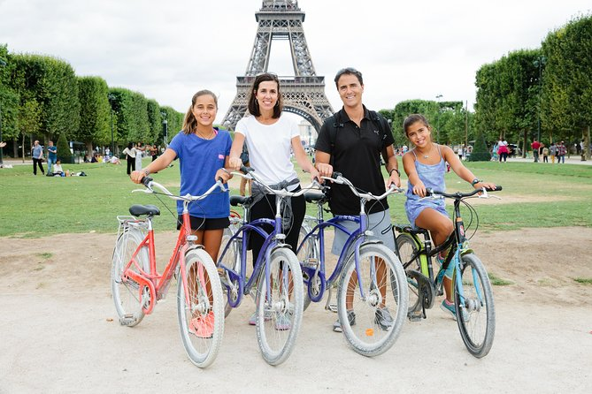 Paris Sightseeing Guided Bike Tour Like a Parisian with a Local Guide