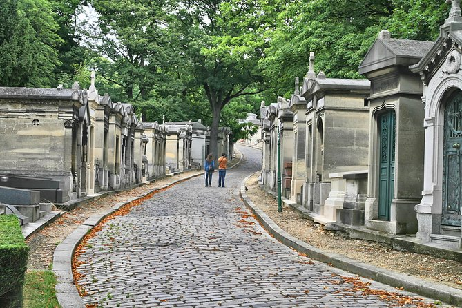 Paris' Pere Lachaise Gravestone Walking Tour
