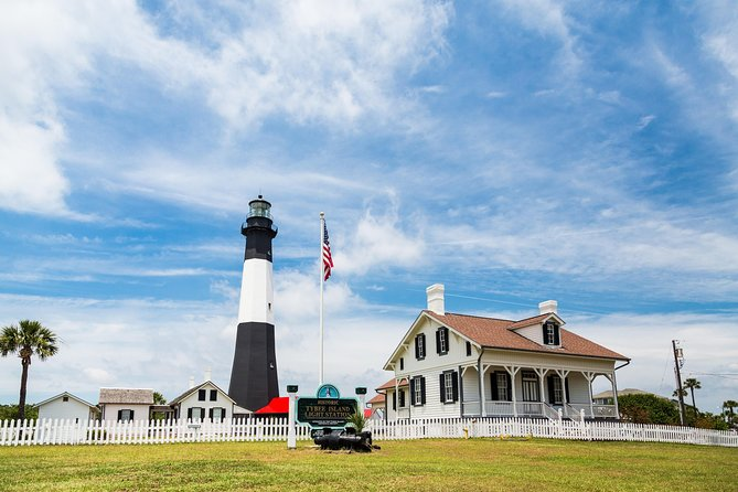 Savannah Tybee Island Dolphin Cruise Tour with Stop at Tybee Island Lighthouse