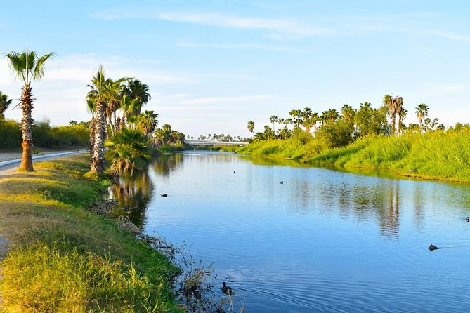 Following the bike lane, discover the main attractions of San José del Cabo