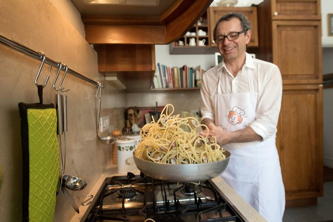 Private cooking class at a local's home with tasting in Naples