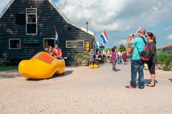 Volendam, Edam and Windmill Tour plus Amsterdam Canal Cruise