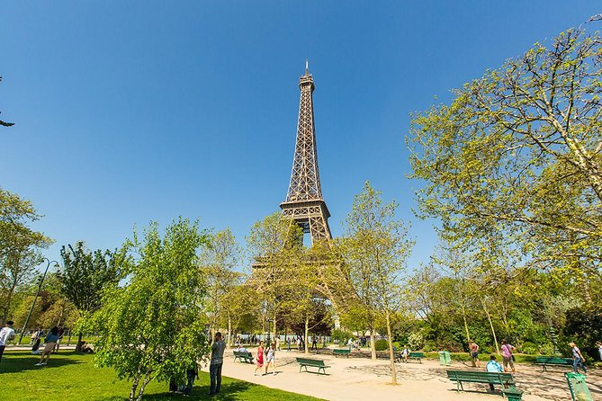 Eiffel Tower Skip the Line and Small Group Tour with Summit Access by elevator