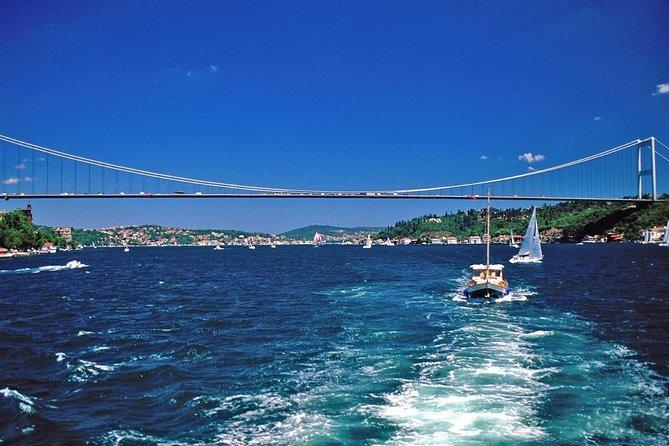 Short Guided Bosphorus and Golden Horn Boat Tour