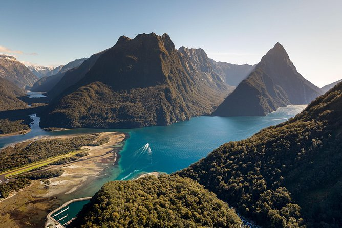 Milford Sound Coach and Nature Cruise with Picnic Lunch from Queenstown