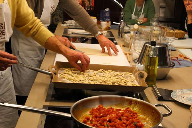 Private Walking tour and Traditional Home Cooking Experience in Bologna