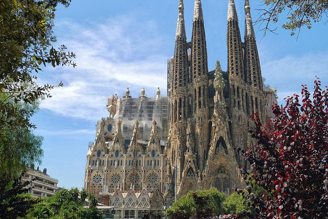 Sagrada Familia: Skip-the-line guided tour