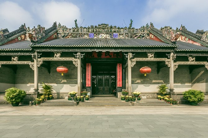 Guangzhou city tour and Pearl River day cruise with a local guide