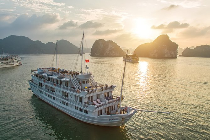 Halong Bay Overnight Cruise with Kayaking, Caves, and Private Cabin