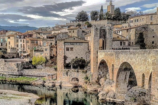 Private Medieval Towns Tour Plus Local Lunch from Barcelona