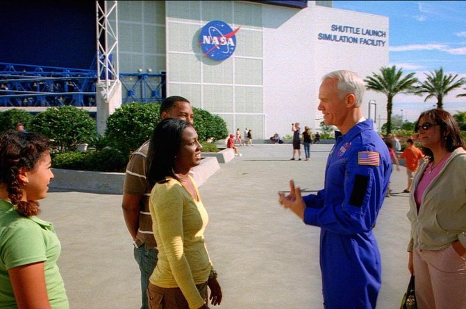 Kennedy Space Center Deluxe Experience: Lunch with an Astronaut & Up-Close Tour
