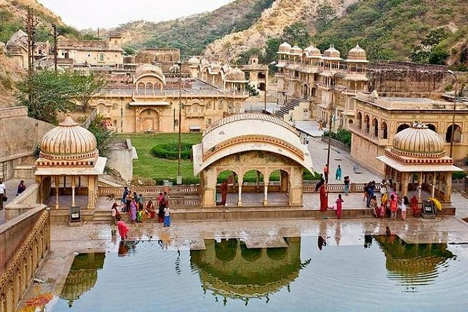 One-Way Private Transfer from Delhi to Jaipur