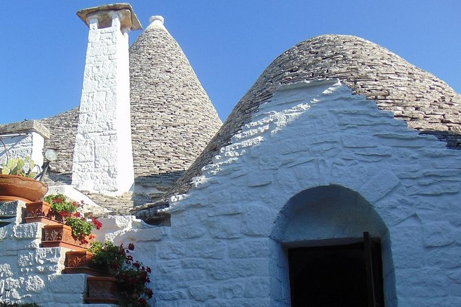 Private guided tour in Alberobello with free tasting: discovering the trulli