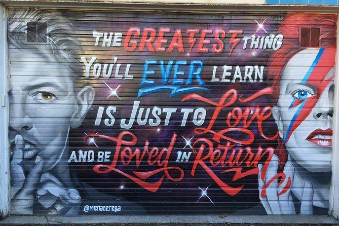 Offbeat Street Art Tour of Chicago: Urban Graffiti, Art, and Murals