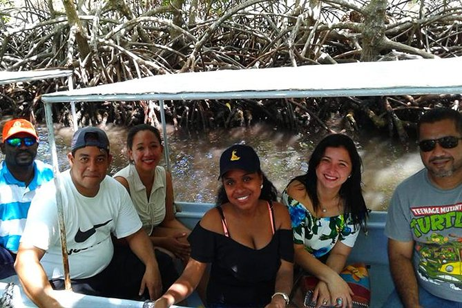 Roatan Mangrove Tunnel Culture Tour on a Water Taxi Tuk-Tuk