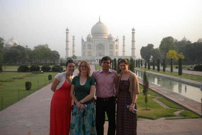 Private All Inclusive tour to Agra - Taj Mahal, Agra Fort with Sumptuous Lunch
