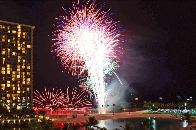 Waikiki Friday Walking Tour, Fireworks and Hawaiian Show