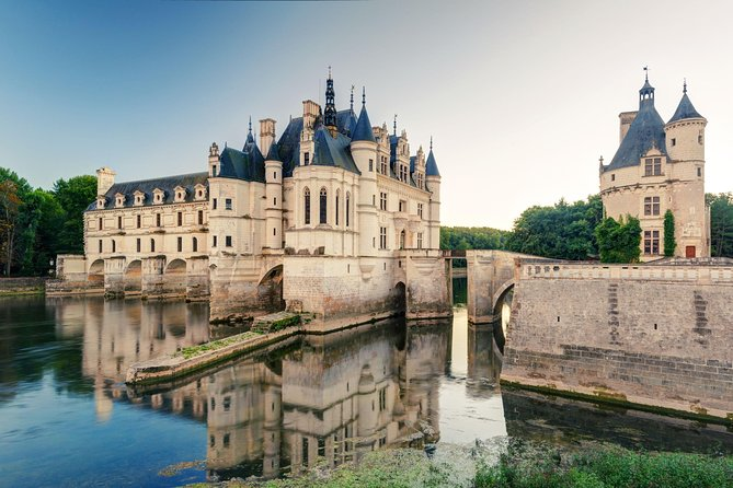 Loire Valley Day Trip withChenonceau, Clos Luce and Chambord Castles from Paris