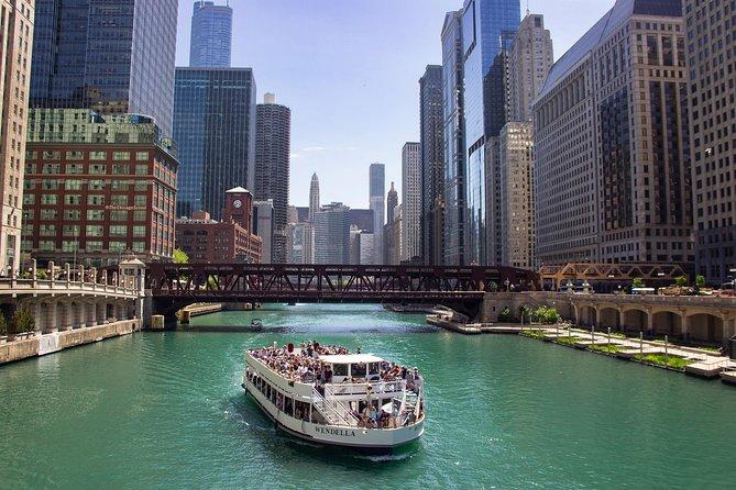 90-Minute Chicago River Architecture Tour