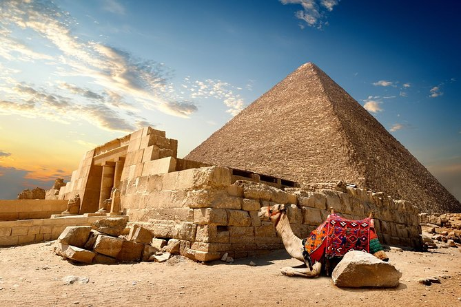 Private Day Tour To Giza Pyramids and Sphinx including Lunch from Cairo