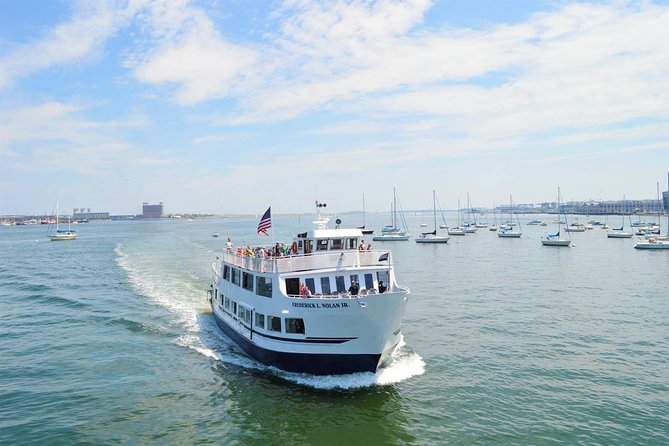 Boston Historic Sightseeing Harbor Cruise with Up-Close View of USS Constitution