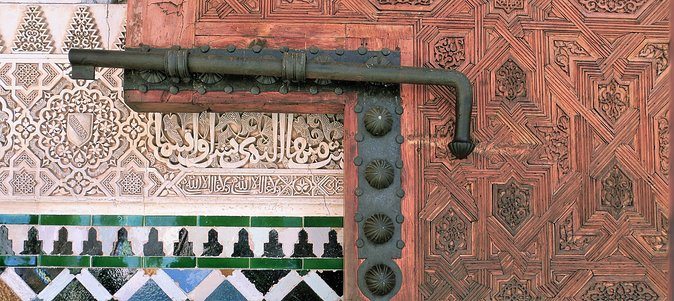 Alhambra and Albaicin Half Day with Official Guide