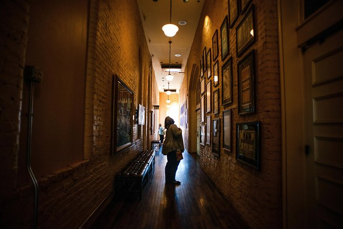 Discover Nashville City Tour with Entry to Ryman & Country Music Hall of Fame