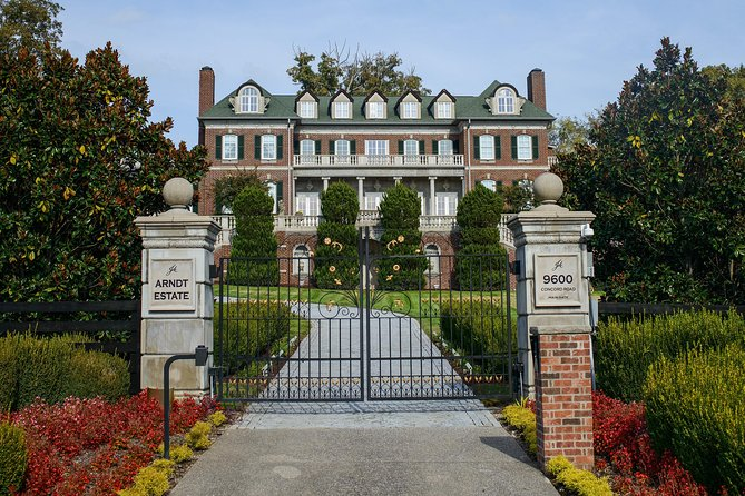 """Nashville """"Homes Of The Stars"""" Narrated Bus Tour with 30+ Celebrity Homes"""
