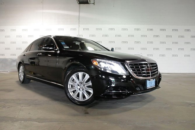Private 4-Door Mercedes Limo Transfer from or to Chicagoland Airport and Suburbs