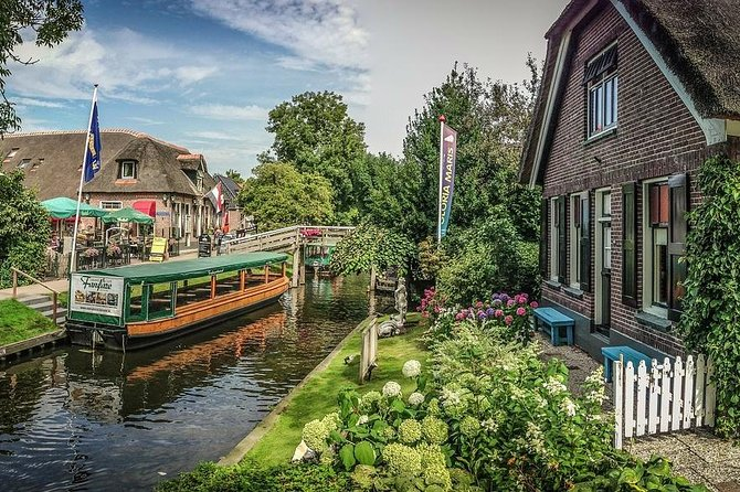 Private tour to Giethoorn and Batavia Stad Fashion Outlet from Amsterdam