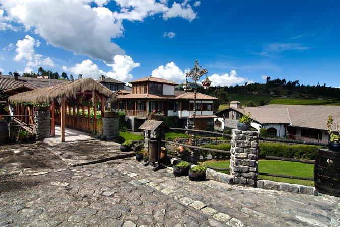 Alausi to Riobamba Transfer in Fantasy Bus