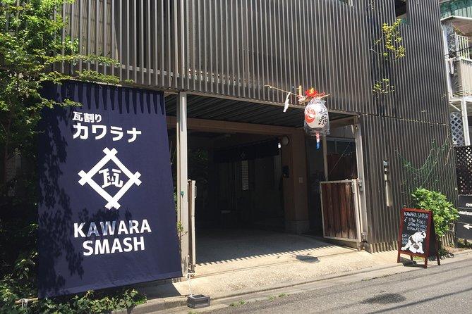 Refreshing in Asakusa! Tile-breaking / kawara smash in Asakusa, Tokyo
