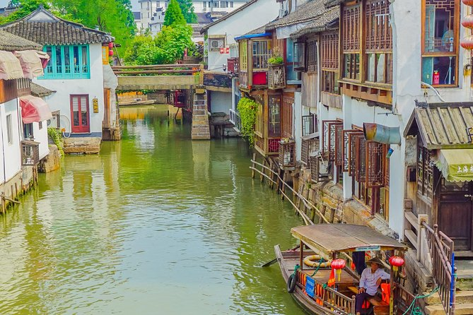 Private Day Tour: Zhujiajiao Water Town with Shanghai Local Shopping Outing