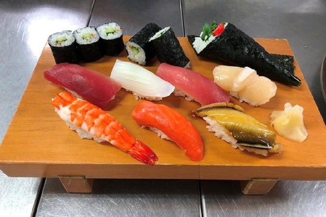 Sushi-lover's tour :Sushi Making and Explore Tsukiji Fish Market in the morning