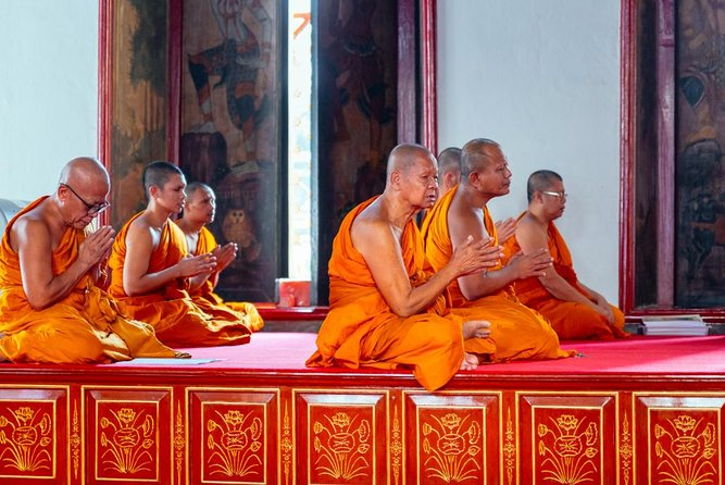 """""""Talk to a Real Monk"""" Spiritual Experience: Buddhism & Rituals"""