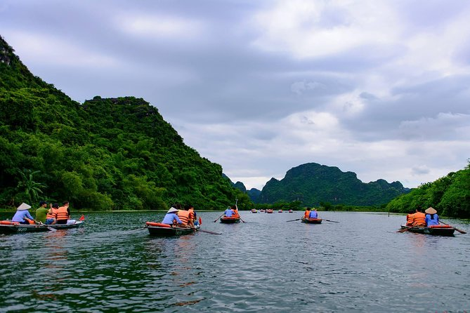 Ninh Binh Day Tour from Bai Dinh to Mua Cave and Trang An with Boat