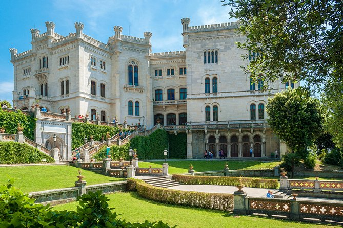 Skip-the-line to Miramare Castle w/ private transfer from Trieste train station