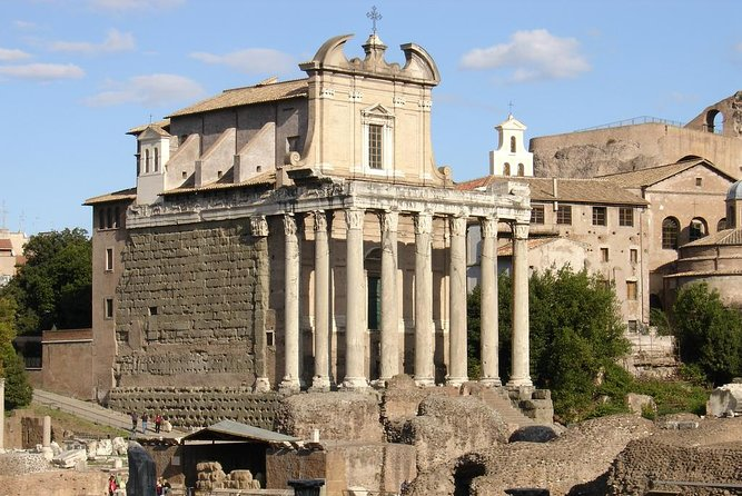 Skip-the-Line Guided Group Tour of Colosseum, Roman Forum, and Palatine Hill