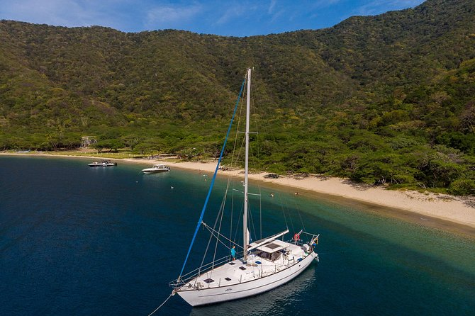 Sailing to Tayrona with Luis: Unique!
