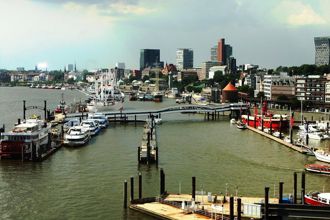 "Hamburg: ""Around the Elbphilharmonie"" - city tour with a large harbor tour"